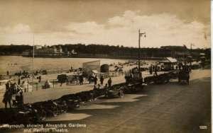 Weymouth showing Alexandra Gardens and Pavilion Theatre Ostalo